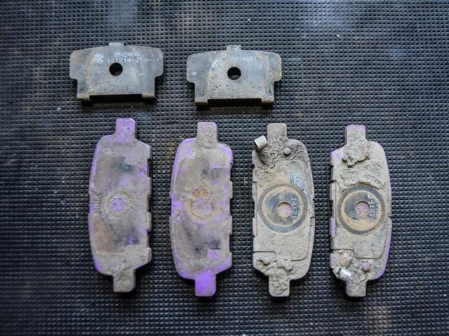 Противоскрипная пластина тормозных колодок своими руками 64